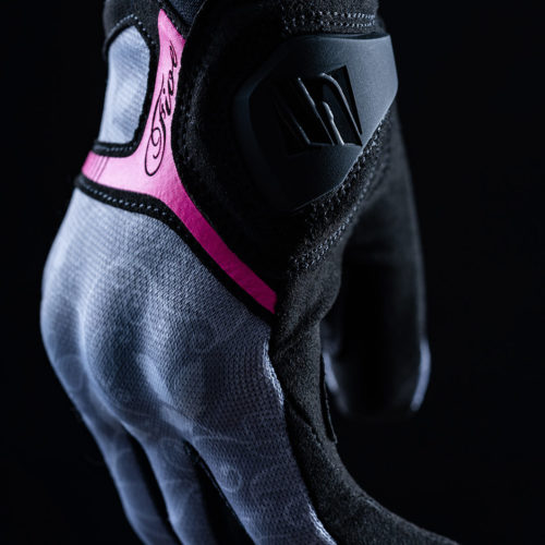 FIVE_rs3_replica_woman_flowers_grey_fluo pink_2020_focus_06