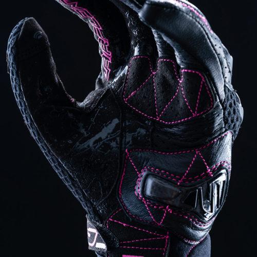 FIVE_stunt_evo_airflow_woman_black_fluo_pink_2020_focus_01